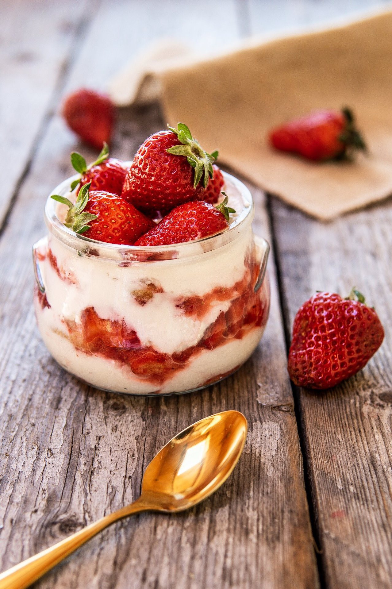 tiramisu-alle-fragole-light-con-yogurt-e-ricotta