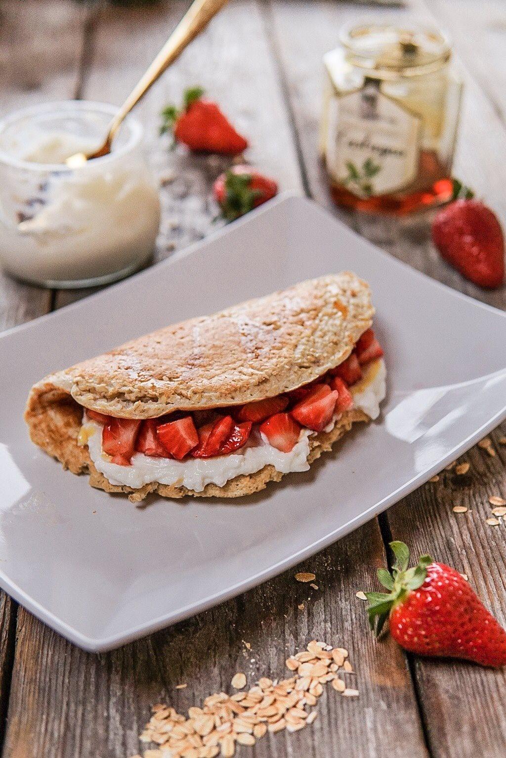 omelette-dolce-d-avena-con-yogurt-e-fragole
