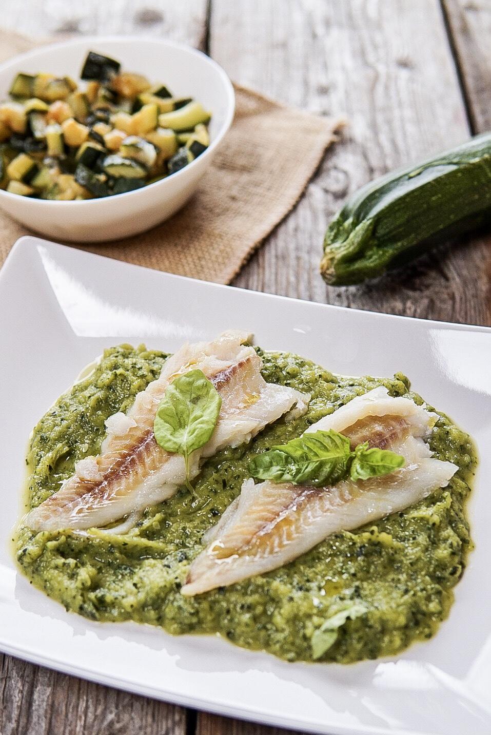 Filetti Di Merluzzo Al Vapore Su Crema Di Zucchine Basilico Secco