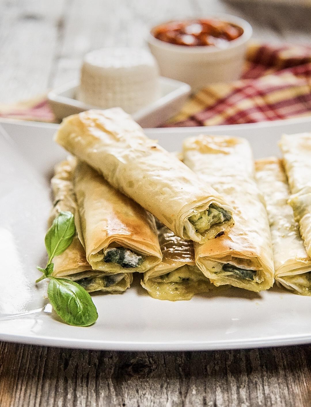 Involtini Di Pasta Fillo Con Formaggio Fresco E Spinaci Basilico Secco